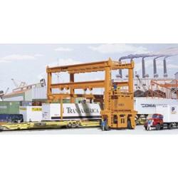 HO Translift Intermodal Crane_12943