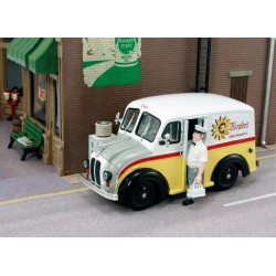 "AHT-43014 O (1/43) Divco Delivery ""Bordens""_17223"
