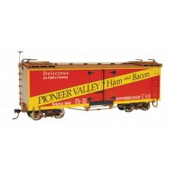 160-27403 On30 Billboard Reefer - Pioneer Valley H_19251