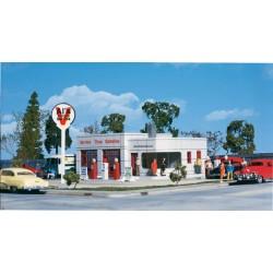HO Al's Victory Service Station_21886