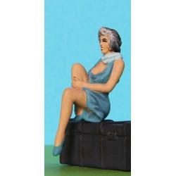 2301-C23  Sitting Girl holding raised knee_39777
