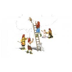 HO Feuerwehr-Männer im Einsatz -Firemen to the Res_3979