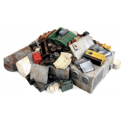 949-3003 HO Miscellaneous Scrap Pile_41802