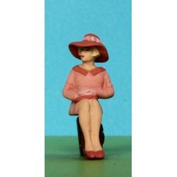 2301-A98 Sitzende Dame mit grossem Hut_6337